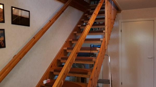 Hallen med halva trappräcket bortplockat